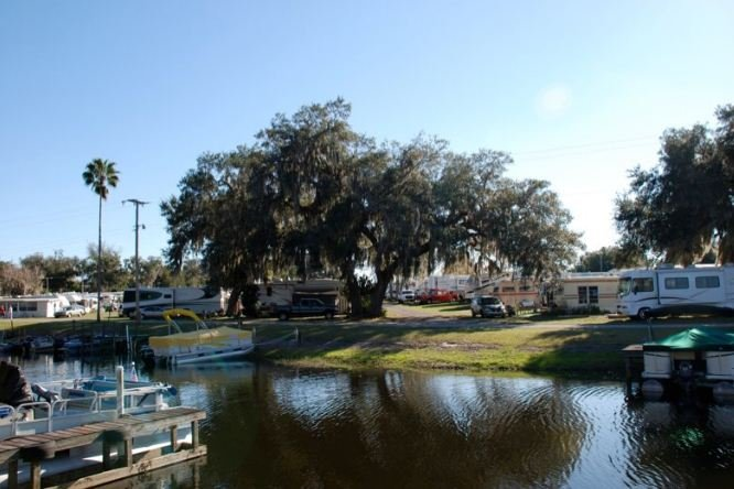Oak Harbor Lodging And RV Park