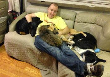 Pete Along With Their 4 Dogs [Courtesy/The Damores]